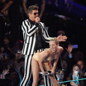 Performance de Robin Thicke avec Miley Cyrus aux MTV VMA 2013