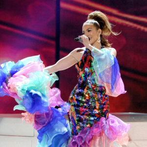 Jennifer Lopez chante en hommage à Célia Cruz aux American Music Awards 2013